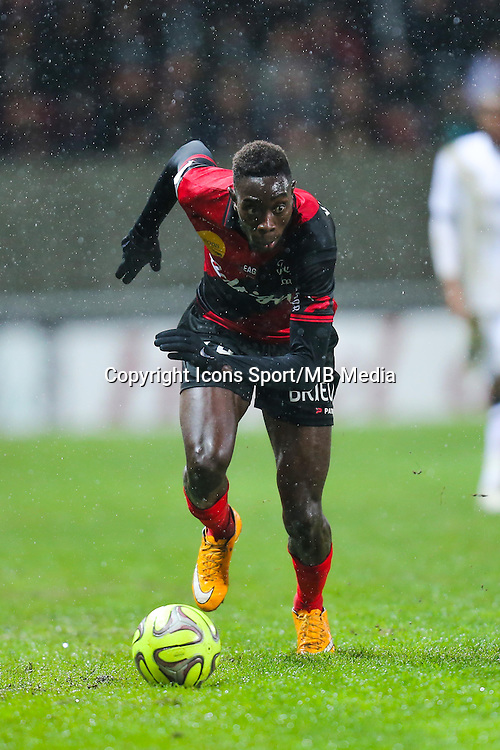 Sambou YATABARE  - 03.12.2014 - Guingamp / Caen - 16eme journee de Ligue 1 <br /> Photo : Vincent Michel / Icon Sport