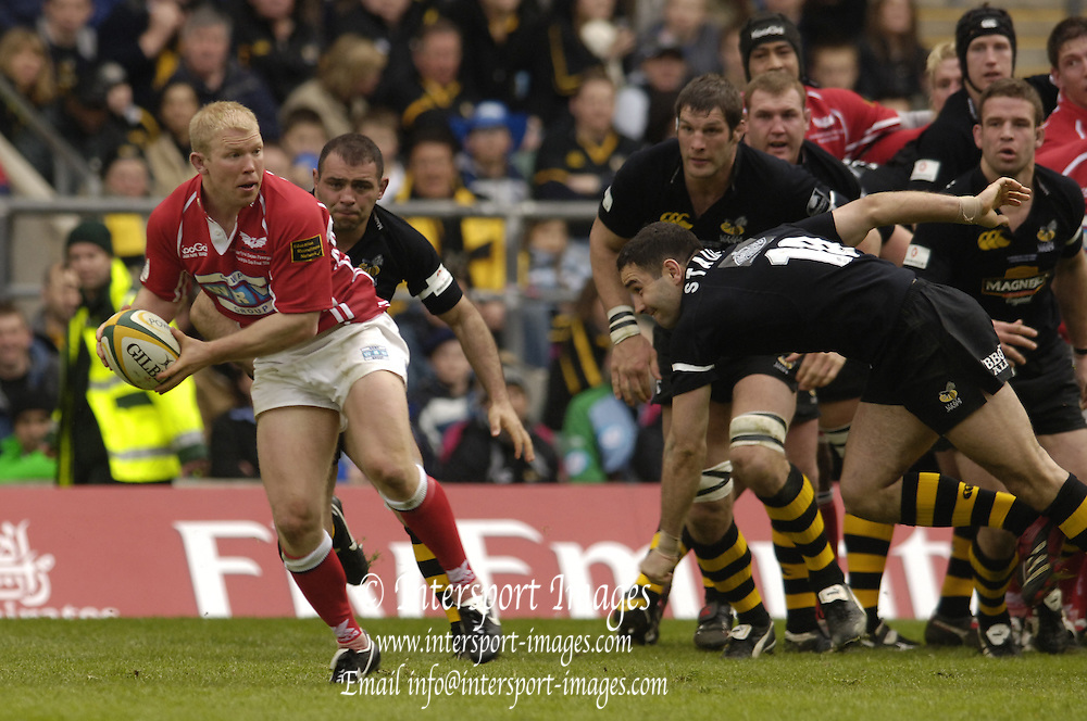 2006, Powergen Cup, Twickenham, Scarlets scrum half Clive Stuart-Smith, London Wasps vs Llanelli Scarlets, ENGLAND, 09.04.2006, 2006, , © Peter Spurrier/Intersport-images.com.   [Mandatory Credit, Peter Spurier/ Intersport Images].