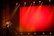 LES FILLES ÉLECTRIQUES<br /> TANGO FRINGE, Théâtre Rialto. Jeudi 13 octobre 2016. Direction artistique: D. Kimm. Projections: Caroline Hayeur. Éclairages: Lucie Bazzo. Avec: Mireille Painchaud, Erin Manning, Nancy Lavoie, Yannick Allen-Vuillet, Alejandro Villalobos, Arturo Oliva, Bobby Thompson, Astrid Weiske.