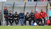 FUSSBALL  1. Bundesliga   2013/2014   Testspiel  TSV Marktoberdorf - FC Augsburg     29.06.2013 Trainer Markus Weinzierl (li, FC Augsburg) an der Bank und Geschaeftsfuehrer Sport, Stefan Reuter (Mitte, FC Augsburg)