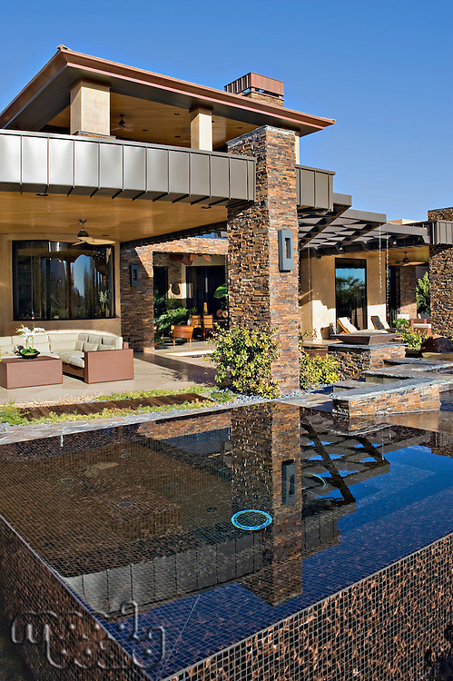 Outdoor Jacuzzi in front of manor house