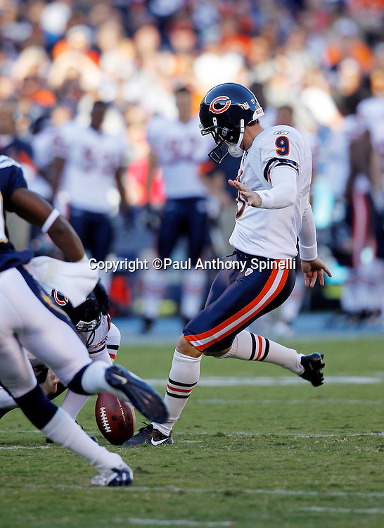 Chicago Bears kicker Robbie Gould (9) kicks a 38 yard first quarter field goal that gives the Bears a 3-0 lead during a NFL week 1 preseason football game against the San Diego Chargers, Saturday, August 14, 2010 in San Diego, California. The Chargers won the game 25-10. (©Paul Anthony Spinelli)