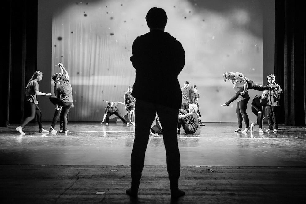 Germany - Deutschland - DANCING TO CONNECT 2016 - Battery Dance Company New York;   HIER SchülerInnen der  Oberschule BRANDENBURG - Aufführung im Brandenburger Theater, 12.10.2016; © Christian Jungeblodt