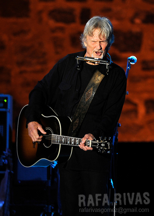 US musician Kris Kristofferson, performs with during the 45 Jazzaldia festival, on July 25, 2010, in northern Spanish city of San Sebastian. PHOTO/RAFA RIVAS