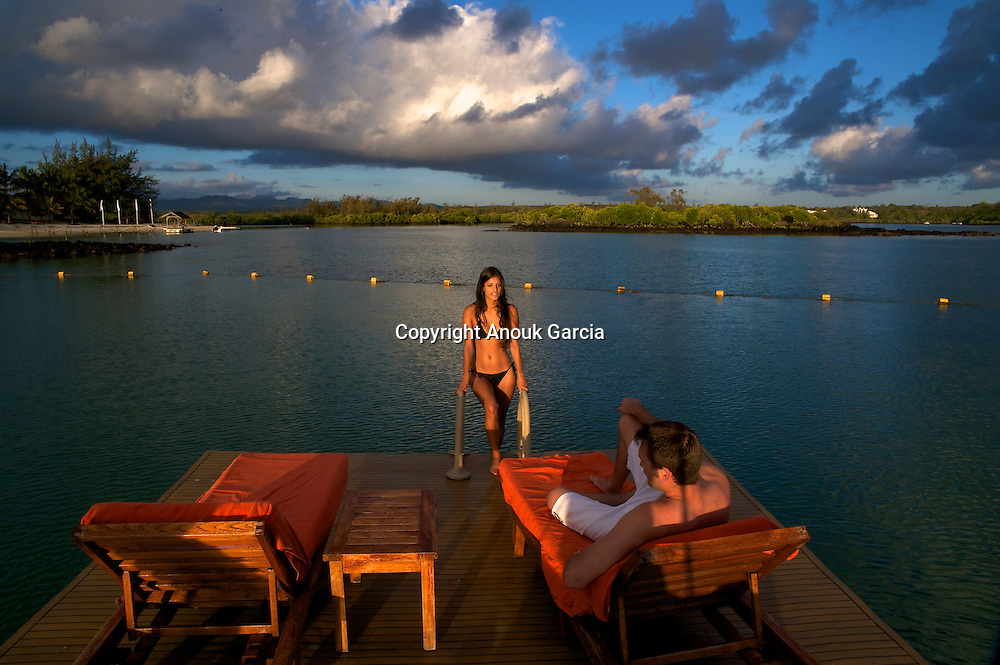 A Prince Maurice Resort   Le Prince Maurice. Mannequins : Laetitia Darche, miss Maurice 2010 et Adriano Barnes.