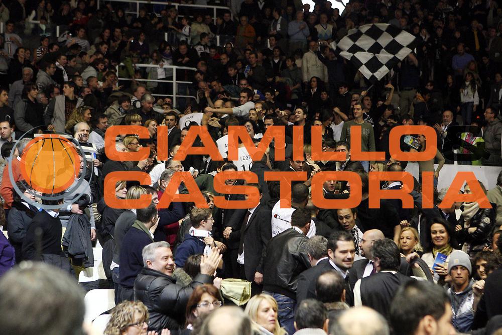 DESCRIZIONE : Bologna Lega A1 2008-09 La Fortezza Virtus Bologna GMAC Fortitudo Bologna<br /> GIOCATORE : Tifo Tifosi Fan Fans Supporter Supporters<br /> SQUADRA : La Fortezza Virtus Bologna <br /> EVENTO : Campionato Lega A1 2008-2009 <br /> GARA : La Fortezza Virtus Bologna GMAC Fortitudo Bologna<br /> DATA : 07/12/2008 <br /> CATEGORIA :<br /> SPORT : Pallacanestro <br /> AUTORE : Agenzia Ciamillo-Castoria/L.Villani