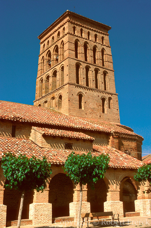 SPAIN, CASTILE and LEON SAHAGUN; San Lorenzo, a 13th century church with a famous brick belltower built in 'Mudejar' style; near Leon