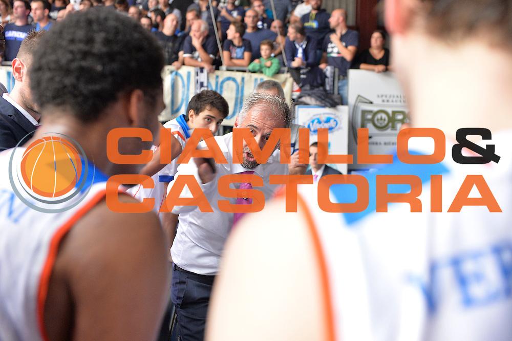DESCRIZIONE : Cant&ugrave; Lega A 2015-16 Acqua Vitasnella Cantu' vs Dinamo Banco di Sardegna Sassari<br /> GIOCATORE : Fabio Corbani <br /> CATEGORIA : Coach time out<br /> SQUADRA : Acqua Vitasnella Cantu'<br /> EVENTO : Campionato Lega A 2015-2016<br /> GARA : Acqua Vitasnella Cantu'  Dinamo Banco di Sardegna Sassari<br /> DATA : 12/10/2015<br /> SPORT : Pallacanestro <br /> AUTORE : Agenzia Ciamillo-Castoria/I.Mancini<br /> Galleria : Lega Basket A 2015-2016  <br /> Fotonotizia : Acqua Vitasnella Cantu'  Lega A 2015-16 Acqua Vitasnella Cantu' Dinamo Banco di Sardegna Sassari   <br /> Predefinita :