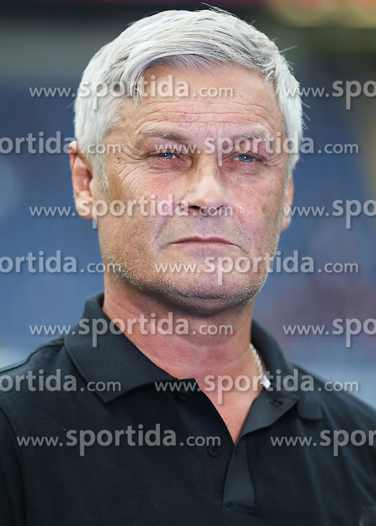 12.09.2015, Commerzbank Arena, Frankfurt, GER, 1. FBL, Eintracht Frankfurt vs 1. FC Koeln, 4. Runde, im Bild v.l. Trainer Armin Veh (Eintracht Frankfurt) Portrait // during the German Bundesliga 4th round match between Eintracht Frankfurt vs 1. FC Koeln at the Commerzbank Arena in Frankfurt, Germany on 2015/09/12. EXPA Pictures &copy; 2015, PhotoCredit: EXPA/ Eibner-Pressefoto/ Voelker<br /> <br /> *****ATTENTION - OUT of GER*****