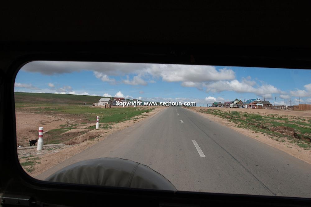 Mongolia. karakorum road  hahorin  Mongolia  / route de karakorum   hahorin  Mongolie