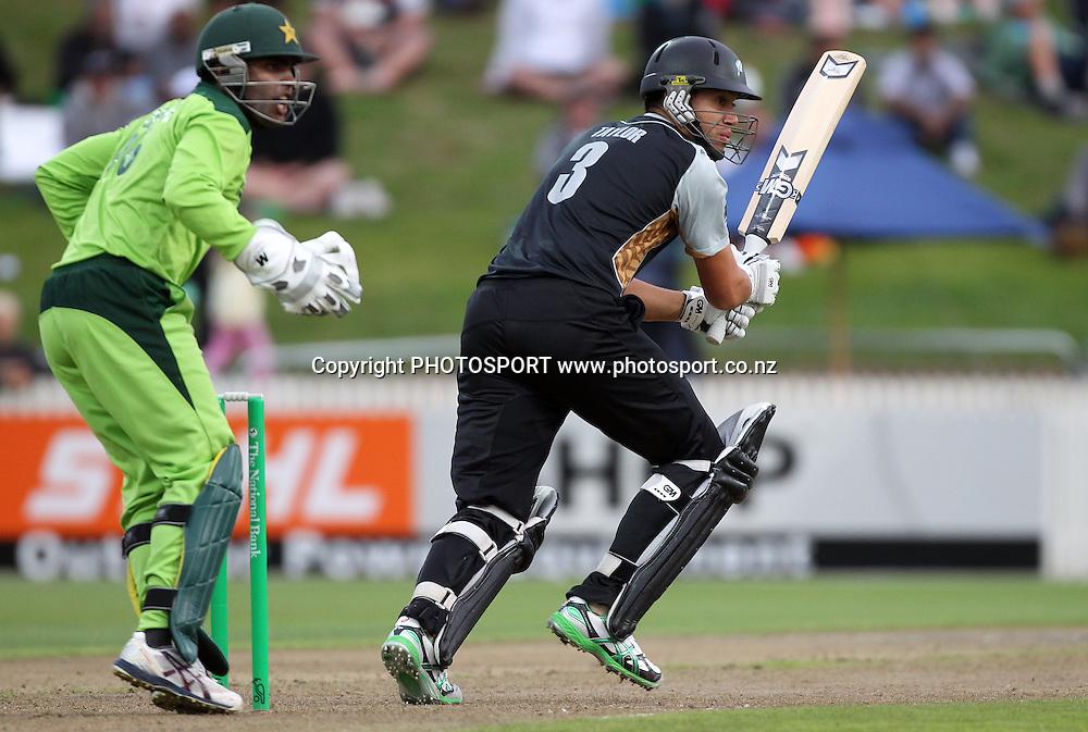 New Zealand batsman Ross Taylor in action batting. New Zealand Black Caps v Pakistan, Match 2. Twenty 20 Cricket match at Seddon Park, Hamilton, New Zealand. Tuesday 28 December 2010. Photo: Andrew Cornaga/photosport.co.nz