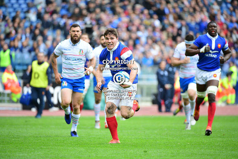 Antoine Dupont of France runs in a try during the Guinness Six Nations match between Italy and France on March 16, 2019 in Rome, Italy. (Photo by Dave Winter/Icon Sport)