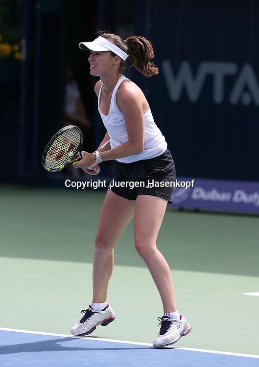 Dubai Tennis Championships 2014,WTA Tennis Turnier,International Series,<br /> Martina Hingis (SUI) trainiert mit Sabine Lisicki (GER), Einzelbild,Ganzkoeper,<br /> Hochformat,