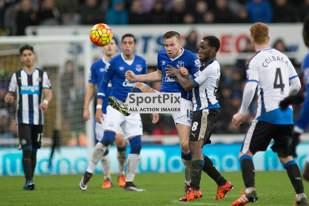 Tom Cleverley gets the ball upfield in the Newcastle v Everton 26 December 2015<br /><br />(c) Russell G Sneddon / SportPix.org.uk