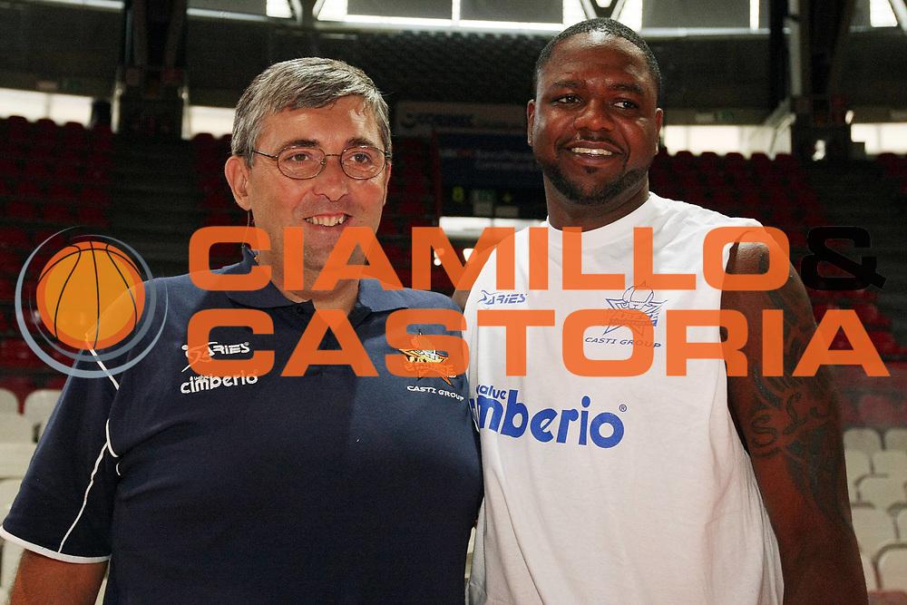 DESCRIZIONE : Varese Lega A 2009-10 Basket Cimberio Varese Raduno e primi allenamenti<br /> GIOCATORE : Stefano Pillastrini Ronald Slay<br /> SQUADRA : Cimberio Varese<br /> EVENTO : Campionato Lega A 2009-2010 <br /> GARA : <br /> DATA : 26/08/2009<br /> CATEGORIA : Ritratto  <br /> SPORT : Pallacanestro <br /> AUTORE : Agenzia Ciamillo-Castoria/G.Cottini<br /> Galleria : Lega Basket A 2009-2010 <br /> Fotonotizia : Varese Lega A 2009-10 Basket Cimberio Varese Raduno e primi allenamenti<br /> Predefinita :