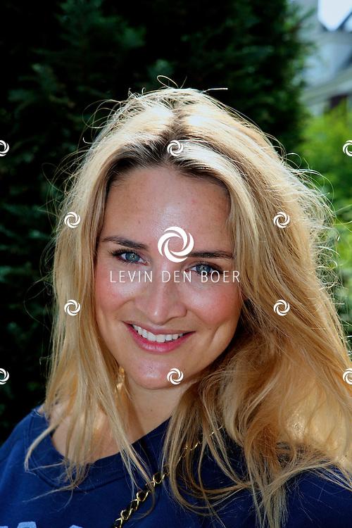 AMSTERDAM - In het restaurant Lion Nior heeft Thijs Willekes zijn boek gepresenteerd aan diversen bekende Nederlandse dames uit de media wereld.  Met op de foto Lieke van Lexmond. FOTO LEVIN DEN BOER - PERSFOTO.NU