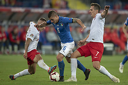 October 14, 2018 - Chorzow, Poland - Marco Verratti of Italy fights for the ball with Arkadiusz Milik and Jacek Goralski of Poland during the UEFA Nations League A match between Poland and Italy at Silesian Stadium in Chorzow, Poland on October 14, 2018  (Credit Image: © Andrew Surma/NurPhoto via ZUMA Press)