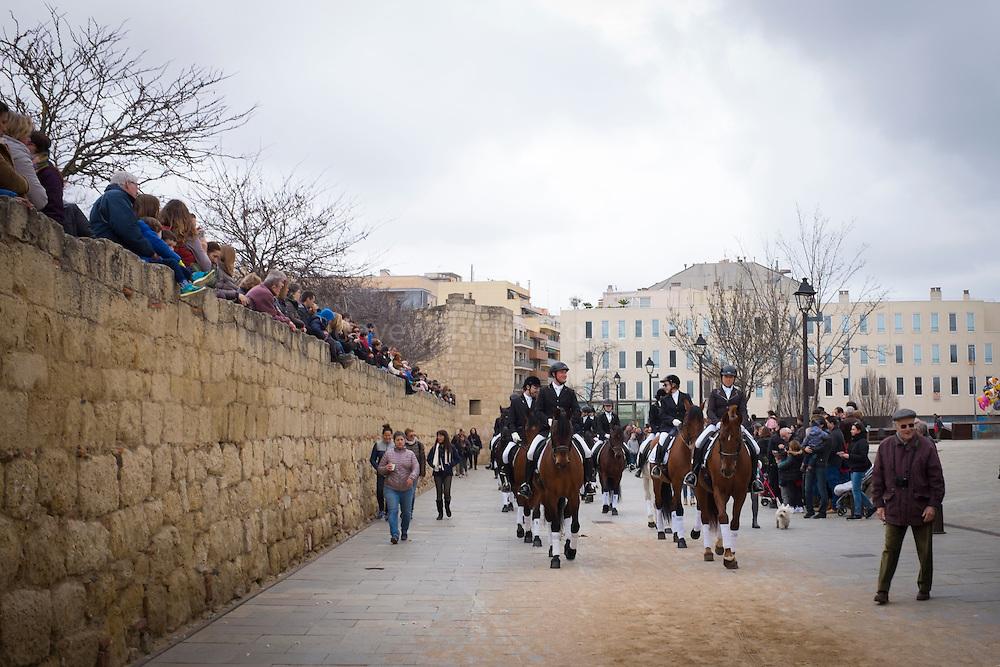 Rua de Sant Antoni Abat de Sant Cugat del Valles, o Rua des Tres Tombs, an annual parade of horses and traditional carts, carriages and lifestyles