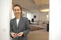12 DEC 2005, BERLIN/GERMANY:<br /> Ursula von der Leyen, CDU, Bundesfamilienministerin, in der Tuere zu ihrem Buero, Bundesministerium fuer Familie, Senioren, Frauen, und Jugend<br /> Ursula von der Leyen, Federal Minister for family, Seniors, Women and Youth, in her office<br /> IMAGE: 20051212-01-061<br /> KEYWORDS: Büro
