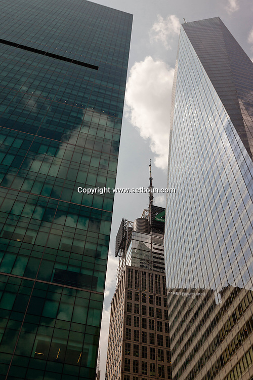 New York. bank of america tower on 42nd street in times sqaure  New York - United states / banque of america buiding  New York - Etats-unis