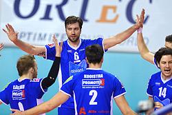 21-02-2016 NED: Bekerfinale Abiant Lycurgus - Landstede Volleybal, Almere<br /> Dennis van der Veen #6 of Lycurgus