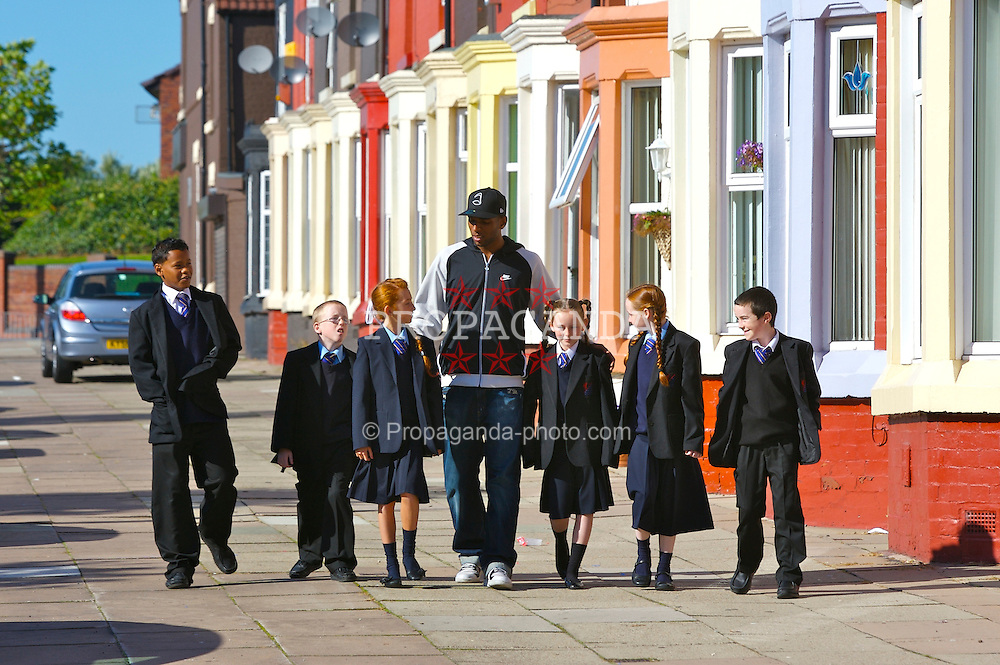 Liverpool, England - Friday, October 5, 2007: Liverpool FC's Ryan Babel with six pupils from Shorefields Technical College in the Dingle, South Liverpool, during a visit with Dominique Walker of the Anthony Walker Foundation. (Pic by David Rawcliffe/Propaganda)