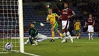 Photo: Paul Thomas.<br /> Burnley v Norwich City. Coca Cola Championship. 23/10/2007.<br /> <br /> Chris Brown (Yellow) of Norwich scores.