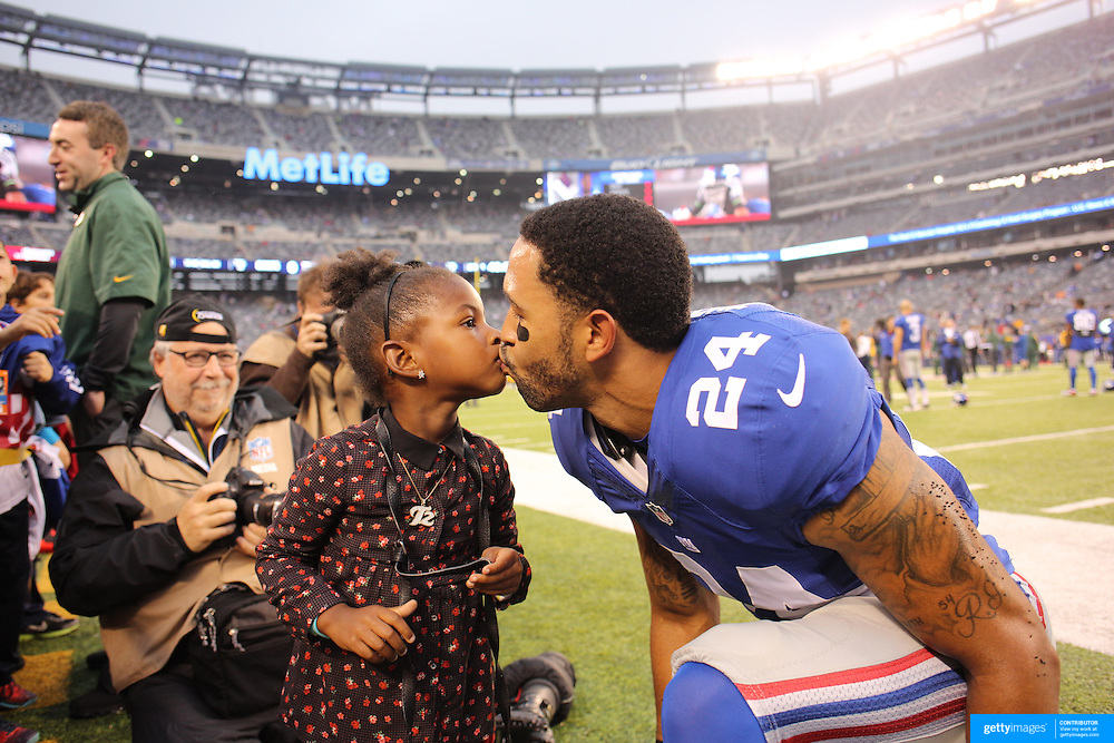New York Giants Terrell Thomas, gets a kiss from his daughter Tatum, 3, before the New York Giants Vs Green Bay Packers, NFL American Football match at MetLife Stadium, East Rutherford, New Jersey, USA. 17th November 2013. Photo Tim Clayton