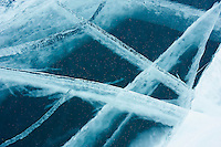 Russie, Siberie, Oblast d'Irkoutsk, lac Baikal, Maloe More ( petite mer), le lac gelé pendant l'hiver. detail // Russia, Siberia, Irkutsk oblast, Baikal lake, Maloe More (little sea), frozen lake during winter, detail