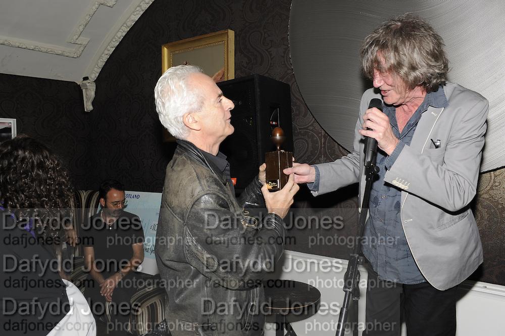 NICK DAVIES; WINNER OF THE MAVERICK AWARD; HOWARD MARKS, , The 2011 Groucho Club Maverick Award. The Groucho Club. Soho, London. 14 November 2011. <br /> <br />  , -DO NOT ARCHIVE-© Copyright Photograph by Dafydd Jones. 248 Clapham Rd. London SW9 0PZ. Tel 0207 820 0771. www.dafjones.com.