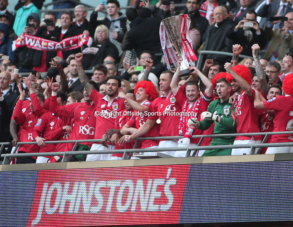 22 March 2015 - Johnstones Paint Trophy Final - Bristol City v Walsall - Bristol City celebrate winning the trophy.<br /> <br /> Photo: Ryan Smyth/Offside