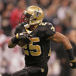 2008 December, 07: New Orleans Saints running back Reggie Bush (25) runs with the ball during a 29-25 victory by the New Orleans Saints over NFC South divisional rivals the Atlanta Falcons at the Louisiana Superdome in New Orleans, LA.