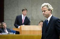 Nederland. Den Haag, 20 september 2007.<br /> Tweede dag algemene politieke beschouwingen in de tweede kamer.<br /> Geert Wilders loopt weg van de interruptiemicrofoon. PVV<br /> Foto Martijn Beekman <br /> NIET VOOR TROUW, AD, TELEGRAAF, NRC EN HET PAROOL