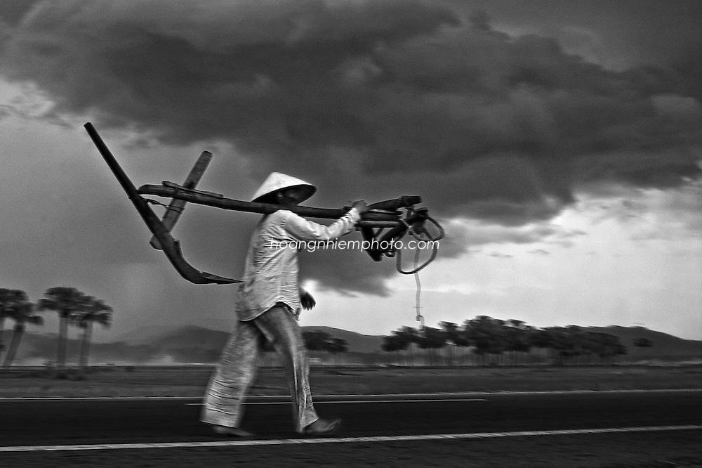 Vietnam Images-People-fine art-Thanh Hoa province hoàng thế nhiệm