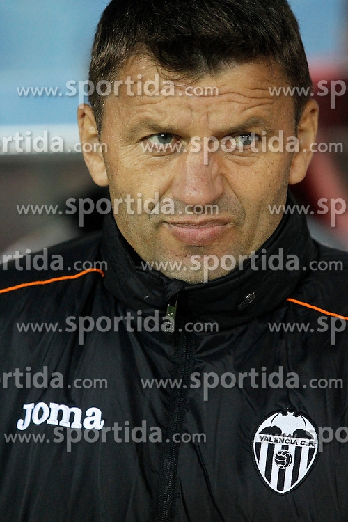 15.12.2013, Estadio Vicente Calderon, Madrid, ESP, Primera Division, Atletico Madrid vs FC Valencia, 16. Runde, im Bild Valencia's coach Miroslav Djukic // Valencia's coach Miroslav Djukic during the Spanish Primera Division 16th round match between Club Atletico de Madrid and Valencia CF at the Estadio Vicente Calderon in Madrid, Spain on 2013/12/15. EXPA Pictures &copy; 2013, PhotoCredit: EXPA/ Alterphotos/ Acero<br /> <br /> *****ATTENTION - OUT of ESP, SUI*****