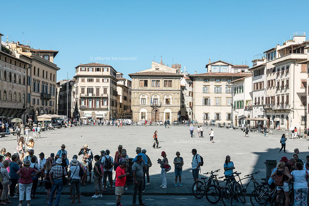 FLORENCE: Piazza  di Santa Croce