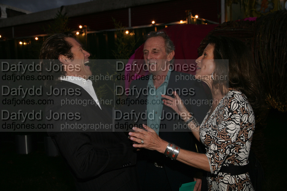 Arpad Busson, Mark and Cleo Shand, QUINTESSENTIALLY AND ELEPHANT FAMILY TRUNK SHOW PARTY. SERPENTINE PAVILION, HYDE PARK. 16 SEPTEMBER 2007. -DO NOT ARCHIVE-© Copyright Photograph by Dafydd Jones. 248 Clapham Rd. London SW9 0PZ. Tel 0207 820 0771. www.dafjones.com.