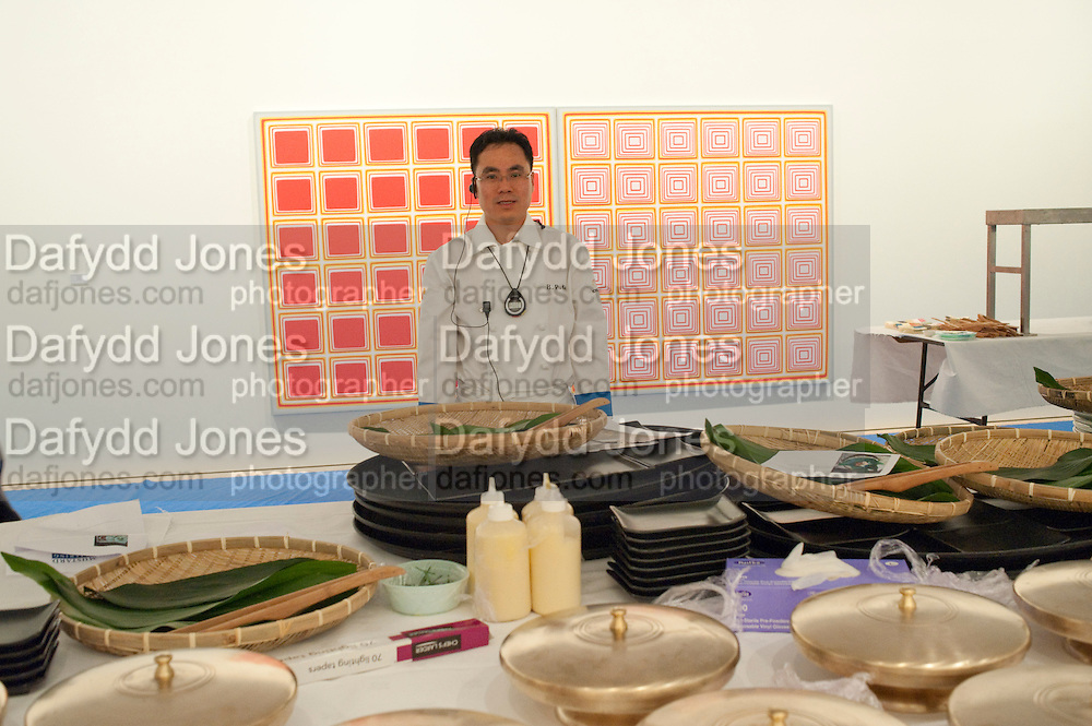 CHEF; B.P. KIM, Korean Eye Dinner  hosted by The Dowager Viscountess Rothermere and Simon De Pury.Sponsored by CJ, Korean Food Globalization Team, Hino Consulting and Visit Korea Committee. Phillips de Pury Space, Saatchi Gallery.  Sloane Sq. London. 2 July 2009.