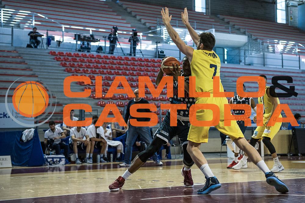 Justin Knox<br /> U.S. Basket Recanati - Kontatto Fortitudo Basket Bologna<br /> Lega Nazionale Pallacanestro 2016/2017<br /> Recanati 09/04/2017<br /> Foto Ciamillo-Castoria