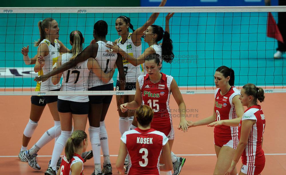 26-08-2010 VOLLEYBAL: WGP FINAL POLAND - BRAZIL: BEILUN NINGBO<br /> Brazil beat Poland 3-1 / Brazil celebrate and Poland fed<br /> &copy;2010-WWW.FOTOHOOGENDOORN.NL