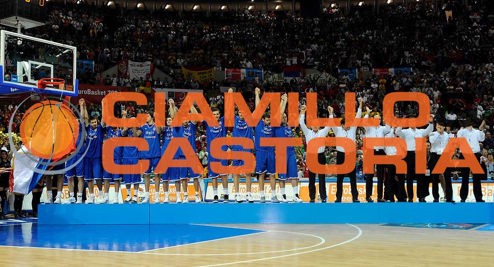 DESCRIZIONE : Katowice Poland Polonia Eurobasket Men 2009 Finale 1 2 posto Final 1st 2nd place Spagna Spain Serbia<br /> GIOCATORE : Team Serbia<br /> SQUADRA : Serbia<br /> EVENTO : Eurobasket Men 2009<br /> GARA : Spagna Spain Serbia<br /> DATA : 20/09/2009 <br /> CATEGORIA : esultanza premiazione<br /> SPORT : Pallacanestro <br /> AUTORE : Agenzia Ciamillo-Castoria/N.Parausic<br /> Galleria : Eurobasket Men 2009 <br /> Fotonotizia : Katowice  Poland Polonia Eurobasket Men 2009 Finale 1 2 posto Final 1st 2nd place Spagna Spain Serbia<br /> Predefinita :