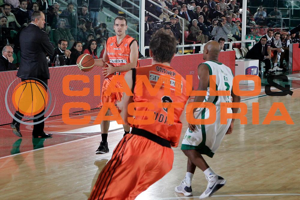 DESCRIZIONE : Avellino Lega A1 2008-09 Air Avellino Snaidero Udine<br /> GIOCATORE : Sandis Buskevics<br /> SQUADRA : Snaidero Udine<br /> EVENTO : Campionato Lega A1 2008-2009<br /> GARA : Air Avellino Snaidero Udine<br /> DATA : 21/12/2008<br /> CATEGORIA : palleggio<br /> SPORT : Pallacanestro<br /> AUTORE : Agenzia Ciamillo-Castoria/A.De Lise