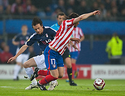 12.05.2010, Hamburg Arena, Hamburg, GER, UEFA Europa League Finale, Atletico Madrid vs Fulham FC im Bild Simon Davies, #29, Fulham FC  Tomas Ujfalusi, #17, Atletico Madrid,EXPA Pictures © 2010, PhotoCredit: EXPA/ J. Feichter / SPORTIDA PHOTO AGENCY