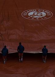 June 6, 2017 - Paris, France - The rain arrived during the quarterfinals at Roland Garros Grand Slam Tournament - Day 10 on June 6, 2017 in Paris, France. (Credit Image: © Robert Szaniszlo/NurPhoto via ZUMA Press)