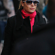 NLD/Amsterdam/20101127 - Take That verlaat hun hotel in Amsterdam, Ayda Field Robbie Williams partner