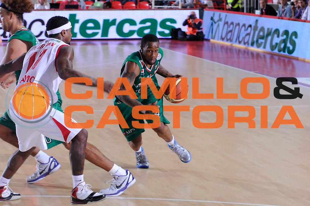 DESCRIZIONE : Teramo Lega A 2011-12 Bancatercas Teramo Montepaschi Siena<br /> GIOCATORE : Bo Mc Calebb<br /> SQUADRA : Montepaschi Siena<br /> EVENTO : Campionato Lega A 2011-2012<br /> GARA : Bancatercas Teramo Montepaschi Siena<br /> DATA : 08/10/2011<br /> CATEGORIA : palleggio penetrazione<br /> SPORT : Pallacanestro<br /> AUTORE : Agenzia Ciamillo-Castoria/C.De Massis<br /> Galleria : Lega Basket A 2011-2012<br /> Fotonotizia : Teramo Lega A 2011-12 Bancatercas Teramo Montepaschi Siena<br /> Predefinita :