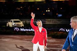 SCHWIZER Pius (SUI)<br /> Stuttgart - German Masters 2018<br /> Siegerehrung Übergabe Mercedes<br /> Mercedes German Master CSI5*-W <br /> 16. November 2018<br /> © www.sportfotos-lafrentz.de/Stefan Lafrentz