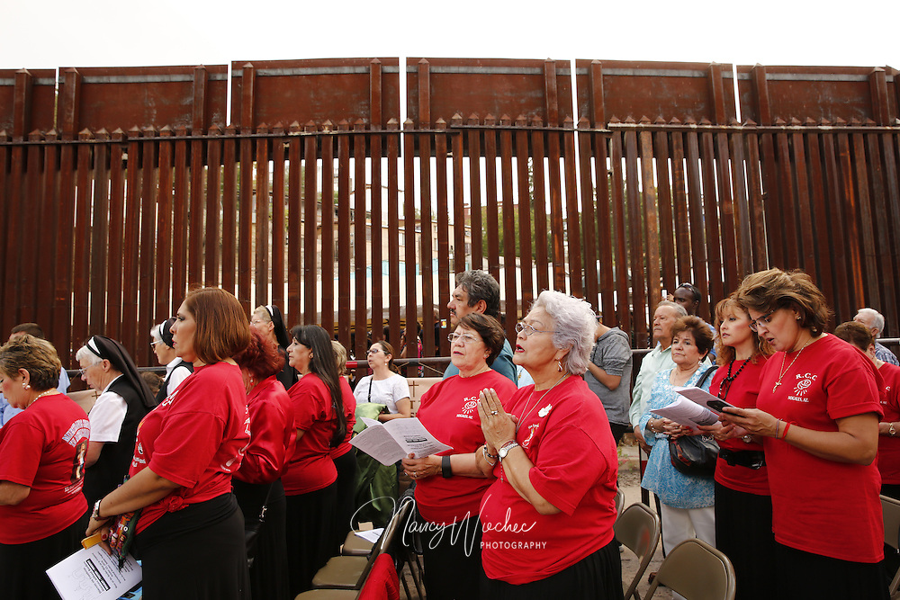 People pray during a Mass at the U.S.-Mexico border in Nogales, Arizona, Oct. 23.  Dioceses Without Borders, an effort of the dioceses of Nogales, Tucson and Phoenix, organized the liturgy celebrated on both sides of the U.S.-Mexico border. (CNS photo/Nancy Wiechec)