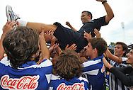 30-08-2008 VOETBAL:AUDAX JEUGDTOERNOOI 2008:TILBURG<br /> De trainer van FC Porto wordt gejonast door zijn team dat de winnaar werd bij de C-pupillen<br /> Foto: Geert van Erven