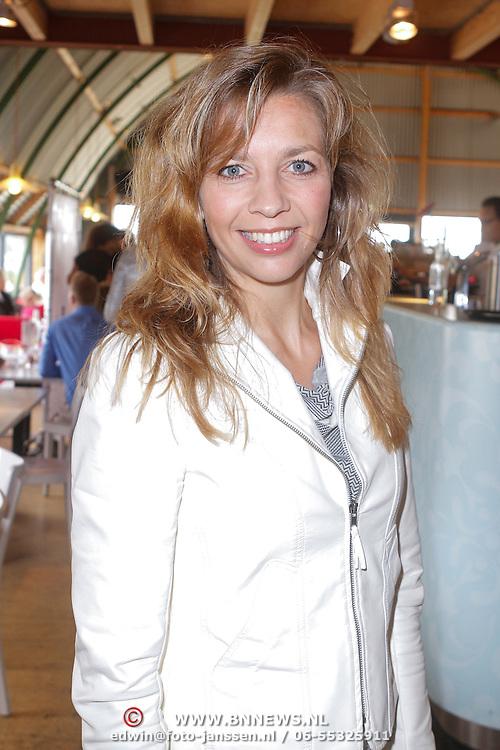 NLD/Amsterdam/20120718 - Boekpresentatie Regina Romeijn 'Vet man, zo'n baby!', Pauline de Wilde